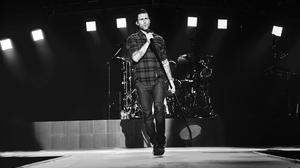 adam-levine-maroon-5-photo-concert