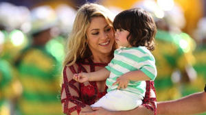 shakira-fifa-2014-world-cup-finale-with-son-milan-575x418